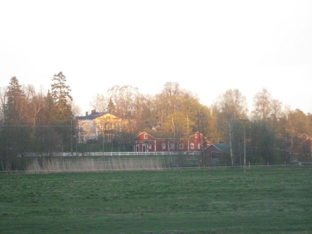 Husön kartano Helsingissä uudellamaalla toimii ratsastuskouluna aikuisille ja lapsille.